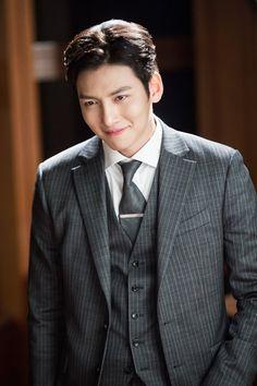 "[Drama] Ji Chang Wook looks dashing in suits in ""Suspicious Partner""   Ji Chang Wook's Kitchen"