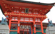 Foxes as Komainu, guardians at the entrance of the shrine (Fushimi Inari Taisha, Kyoto)
