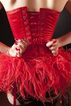 SABATO 4 AGOSTO – ore 21,00  Piano di Sorrento – Villa Fondi    La scuola di danza classica  di Patty Schisa    presenta    BURLESQUE