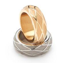 Denne ring er mere end blot et smykker. Dens motiv, diamanten, er et symbol på prioritet, forrang, sejr - den er smykket til en vinder. Uanset om du ønsker at give ringen væk som en gave eller agter at bære den selv - så er den altid forbundet med den stærke tilstedeværelse af en vinder. Køb den elegante ring nu.