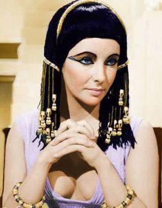 : Elizabeth Taylor como Cleopatra