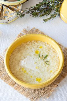 Whenever you have comfort food cravings or need to warm yourself up with a delicious bowl of something hot and light – minestrina or pastina soup is absolutely THE best. Italian Recipe Book, Italian Soup Recipes, Italian Dishes, Italian Pastina Recipe, Pastina Soup, Pastina Recipes, Risotto, Pasta Types, Types Of Sandwiches