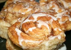 Recipe for Apple Cinnamon Rolls yummy! Apple Cinnamon Rolls, Cinnamon Apples, Breakfast Pastries, Breakfast Recipes, Delicious Desserts, Yummy Food, Apple Recipes, Apple Desserts, Sweet Bread