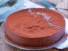 רוצים להכין עוגת שוקולד פרווה? קבלומתכון להכנת עוגת שוקולד פרווה עסיסית ומתוקה, עם ציפוי קרמי ושוקולדי, שאפילו לא מצריכה אפילו מיקסר