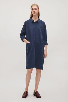 This oversized shirt dress is made from a fluid and soft woven material. Designed for a relaxed, square fit, it has hidden front buttons, two pocket openings in the front seam and a sharp convex seam at the back.
