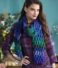 Красивый объемный «плетеный» шарф<br><br>Этот красивый шарф из меланжевой пряжи, вязаный спицами витым, как бы плетеным узором, станет украшением вашего осенне-зимнего гардероба и источником положительных эмоций.<br><br>Размер: 177,5 х 15 см<br><br>Для вязания шарфа вам потребуется: 3 мотка пряжи..