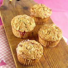 Muffins med rabarbra og pinjekjerner - Fru Timian Muffins, Sweets, Baking, Breakfast, Desserts, Recipes, Food, Cakes, Morning Coffee