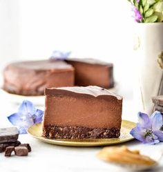 This No-Bake Vegan Chocolate Peanut Butter Cheesecake recipe is a healthy yet decadent dessert! Gluten-free, dairy-free, vegan, and paleo-friendly!  #vegan #dairyfree #glutenfree #grainfree #dessert #cheesecake #vegancheesecake #chocolate #peanutbutter #healthyrecipe #healthydessert