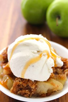 With their sweet and juicy flavor and satisfying crunch, apples are a staple snack around here–we eat them all year long. When fall rolls around, however, we enjoy them even more. After all, any bargain hunter knows that you have to stock up on seasonal fruits and vegetables when they are on sale! Homemade Apple Crisp, Best Apple Crisp Recipe, Apple Crisp Recipes, Homemade Desserts, Cookie Desserts, Old Fashioned Apple Crisp, Pastry Blender, Best Food Ever, Fruit In Season