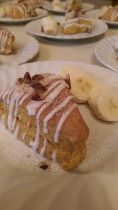 Pumpkin spice scones with a sweet glaze, pecans and cinnamon banana slices at the 5 Ojo Inn