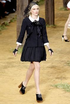Chanel Spring 2010 Ready-to-Wear Fashion Show - Dree Hemingway