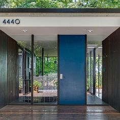This mid century masterpiece by James E. Second hit the market. LaPierre residence completed in 1960 architect James E. Second, studied under Walter Gropius Mid Century House, Mid Century Style, Mid Century Design, Mid Century Modern Furniture, Midcentury Modern, Australia House, Hospital Design, Exterior Makeover, Spring Home