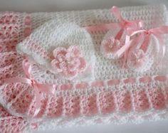 Crochet bebé manta o afgano y patucos rosa por HandmadeByHallien