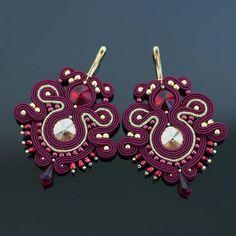 """Kolczyki """"Bona"""" w kolorze Marsala i złocie. #marsala #bordo #złoto #soutache #jewelry #instahandmade #gift #christmas #christmastime #szkatulkaemi"""