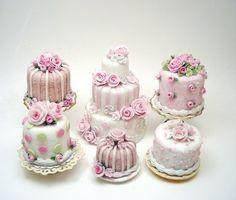 Amei estes mini bolos. Olho só que tudoo!!! Adoro o efeito de todos juntos. Inspiração para uma mesa de doces super charmosa. Super idéia decorativa que irá encantar a todos, tornando a sua decoraç...