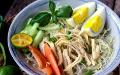 Soto Ayam, typische Suppe in Indonesien © Shutterstock.com Borneo, Ethnic Recipes, Food, Indonesia, Recipies, Essen, Meals, Yemek, Eten