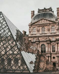 The Louvre museum and glass pyramid in Paris, France. Places to visit and see on your vacation trip to Paris. Paris bucket list things to do. Places To Travel, Places To See, Travel Destinations, Vacation Travel, Vacation Places, Solo Travel, Couple Travel, Louvre Paris, Paris Paris