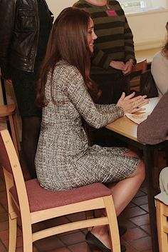 Kate Middleton Shows Her Baby Bump as She Gets Back to Royal Work!: Kate Middleton made her first public appearance after her babymoon.  : Kate Middleton met with patients.  : Kate Middleton visited Hope House in London.