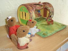 Vintage 1979 Woodsey Squirrel Log Cabin  -  My cousin Emily had these. I remember playing with them!
