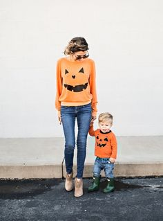 Sometimes store-bought Halloween costumes just don\'t cut it. These DIY Halloween costumes for kids are easy to make and more unique. Hallowen Costume, Family Halloween Costumes, Halloween Baby Pictures, Costume Ideas, Toddler Boy Halloween Costumes, Halloween With Toddlers, Toddler Pumpkin Costume, Mommy Baby Halloween Costumes, Mom And Baby Costumes