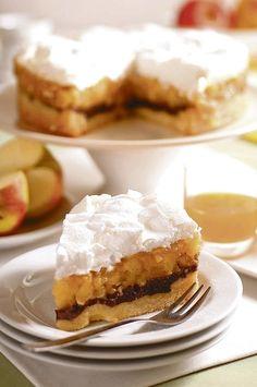 Jablkovo-maková torta      250 g polohrubej múky     125 g práškového cukru     150 g masla     2 žĺtky     štipka soli  Jablková plnka:     750 g očistených jabĺk     120 g krupicového cukru     30 g masla     1 Zlatý klas     150 ml pomarančovej šťavy     2 balíčky vanilínového cukru  Maková plnka:     200 g pomletého maku s cukrom,     trochu mlieka     1 žĺtok  Sneh:     3 bielky     150 g krupicového cukru  těsto předpečeme, jablka podusíme Strudel, Breads, Pie, Sweets, Desserts, Bread Rolls, Torte, Tailgate Desserts, Cake