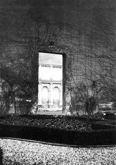 "Villa Giulia, Rome (photo: Francesco Venezia)  source: Francesco Venezia, ""Transfer and Transformation. The Architecture of Spoils: A Compositional Technique,"" Daidalos 16 (1985): 92."