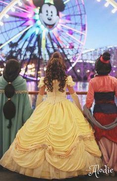 Jasmine, Belle, and Mulan at Disneyland Disneyland, Disney Face Characters, Disney Movies, Disney Dream, Disney Magic, Disney Fairies, Disney And Dreamworks, Disney Pixar, Disney Bound