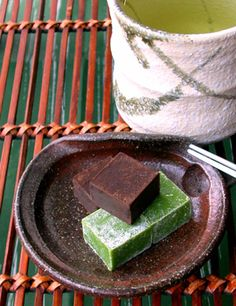 The memories of my recent Kyoto trip  are still with me, so are the things I found there.  I liked the matcha pavés au chocolat from Nakamur...