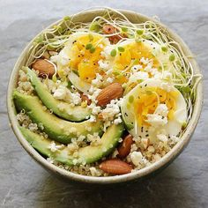 10 Easy Recipes for Breakfast Bowls: These quick and easy breakfast bowls filled with superfoods like quinoa and chia seeds are both delicious and good for you. Here are ten healthy recipes that will add nutrition and flavor to your morning routine. Clean Eating Snacks, Healthy Snacks, Healthy Eating, Healthy Recipes, Easy Recipes, Icing Recipes, Carrot Recipes, Cream Recipes, Turkey Recipes