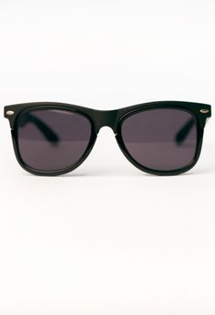 Instantly transform your look with these classic wayfarer shades in black with the tops of the frames in matte black and tinted lenses. These Ray Ban look a likes will give you a California casual look with out the sand and ocean spray.