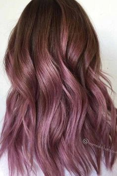 35 Trendy Lilac Hair Shades Chocolate lilac hair has become trendy these days. Have you already seen all the latest hot shades? You can observe them in our photo gallery. Lavender Hair, Lilac Hair, Hair Color Purple, Rose Gold Hair, New Hair Colors, Brown Hair Colors, Dusty Rose Hair, Tintes Color Chocolate, Pelo Chocolate