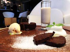 チョコレートが織り成すカカオのグラデーション / ガトーショコラセットとチョコレートカクテル