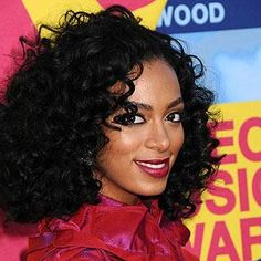 Solange Knowles has rocked tons of trendy styles, but her natural curls are our fave. Big, bold ringlets can overpower women with delicate features, so take a cue from Solange and amp up your makeup to balance the look. Classic Hairstyles, Celebrity Hairstyles, Diy Hairstyles, Natural Hair Tips, Natural Curls, Natural Hair Styles, Lola Hair, Medium Hair Styles, Curly Hair Styles