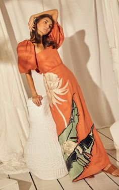 Shop Horn Of African Embroidered Linen Dress. Colombian designer Johanna Ortiz, ever inspired by feminine designs and bold prints, shows off her expert craftsmanship with the gorgeous 'Horn Of African' dress. Casual Dresses, Fashion Dresses, Ankara Fashion, Midi Dresses, Looks Chic, African Dress, African Attire, African Style, Mode Inspiration