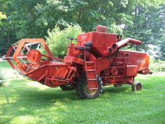 Here's a Ford 611 in Excellent condition, runs great, has never seen rain, always in the shed, little use. Old Farm Equipment, Outdoor Power Equipment, Farm Day, Tractor Implements, Combine Harvester, Farm Tools, Ford Tractors, Ford News, Vintage Farm
