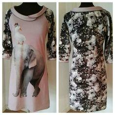 2017 Jersey kjole med digital print. Tittebånd i hals og ærme.