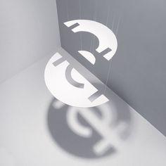 Das Logo der TE + TE Werbeagentur in Paderborn aus Scherenschnitt und mit Nylonfäden von der Decke abgehängt, sodass durch das Schattenspiel wieder ein ganzes Logo entsteht. Corporate Design, Web Design, Marketing, Symbols, Art, Simple Logos, Shadow Play, Advertising Agency, Papercutting