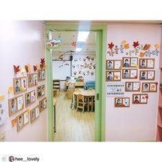 @hee__lovely 선생님 작품 🤗🌸💕❤ 2주 쉬고 오니 10월 생활주제는 가을~~~~오랜만에 교실오니 아직도 9월 세계속의여러나라 주제 환경은 용납할 수 없어서...하루만에 교실 분위기 체인지:) 3가지 작품 성공적👍🏻 이럴 때 사용하는건가… Classroom Environment, Classroom Inspiration, Reggio Emilia, Kindergarten, Preschool, Photo Wall, Gallery Wall, Diy Crafts, Education