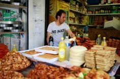 Publicités ciblées, rayons dédiés, promotions: le Ramadan, ce mois de jeûne sacré pour les musulmans, qui a débuté samedi 27 mai en France, est aussi une opportunité commerciale pour les...