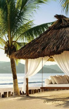 Jetsetter Daily Moment of Zen: Viceroy Zihuatanejo in Mexico Dream Vacations, Vacation Spots, Tropical Vacations, Maui Vacation, The Places Youll Go, Places To Go, Paradis Tropical, Estilo Tropical, Tropical Style
