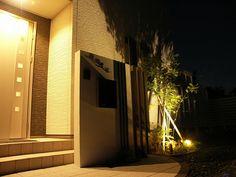 モノトーンでオシャレに! 株式会社大興 埼玉県H様邸 Spectacular garden lighting by lighting professionals. Enjoy a dramatic, romantic, even mysterious scene comparing to a day time.