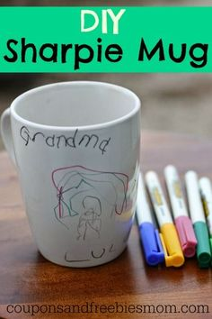 Easy DIY Sharpie Mug Homemade! Inexpensive, personalized gift idea that kids can make, using markers! It's sure to be a treasured family favorite gift! You'll wonder why you haven't been making these for years! Check out how easy it is Diy Gifts For Grandma, Diy Gifts For Kids, Gift Ideas For Grandparents, Grandparents Christmas Gifts, Diy Christmas Gifts For Family, Handmade Christmas Gifts, Diy Becher, Diy Sharpie Mug, Sharpie Markers