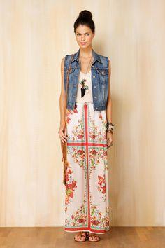 I love that jean vest w/the maxi dress