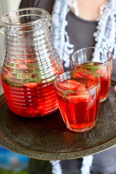 Surfing the world cuisine: Strawberry drink for Children's day in Turkey / Braškinis gėrimas vaikų šventei Turkijoje