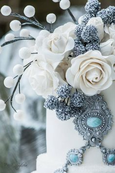 For brides who are still searching for the perfect wedding colors, we'd like to direct your attention to a gorgeous color that works for all seasons: cadet blue. This dusty blue color los gorgeous with a variety of accent colors. Here, the dusty blue accents the beautiful white cake, and you can see popsof turquoise …