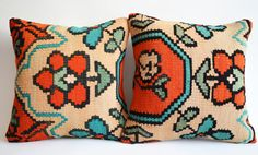Sukan / SET 2 Pillow Organic Shine Society Modern by sukan on Etsy, $178.95