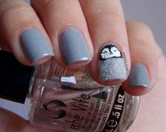 Nail Art: Baby Penguin with flocking powder <3 omgoodness this is soooooo cute! !!!!!!!