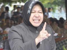 Surabaya, Suarapemred.com - Wali Kota Surabaya Tri Rismaharini lebih tertarik menjadi dosen di ITS daripada jabatan menteri.