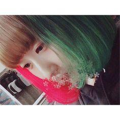 WEBSTA @ pipipipagne - _緑 × ピンク です。おひさしぶりです。#l4l #like #follow #photo #selca #古着 #雰囲気#お洒落さんと繋がりたい #お洒落な人と繋がりたい#インナーカラー #ボブ #グリーンエンヴィ #ホットホットピンク #マニパニ #派手髪 #innercolor #f4f