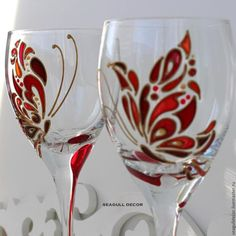 Glass Painting Patterns, Glass Painting Designs, Stained Glass Patterns, Decorated Wine Glasses, Hand Painted Wine Glasses, Painted Wine Bottles, Bottle Painting, Bottle Art, Mosaic Glass